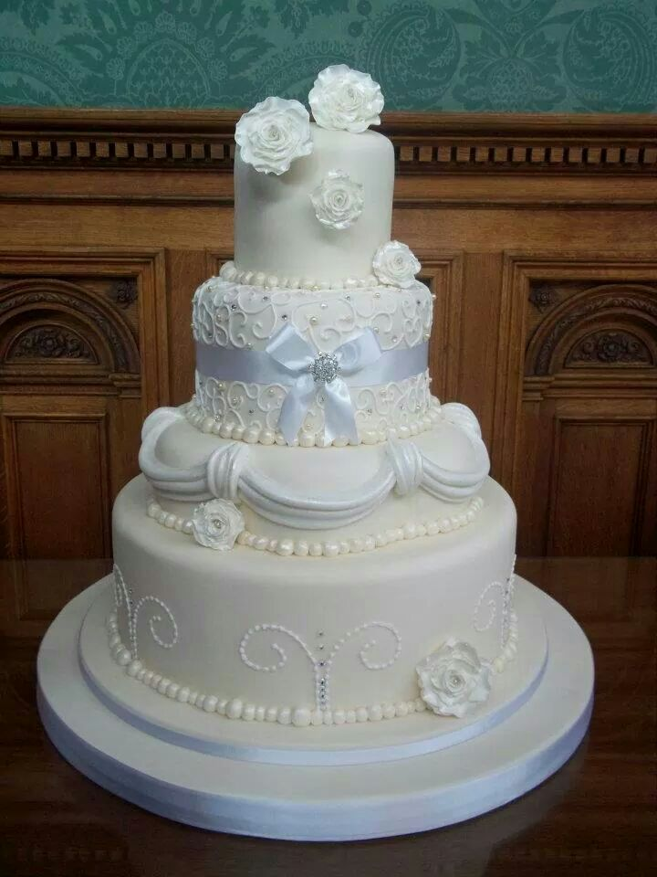 wedding cakes alt text