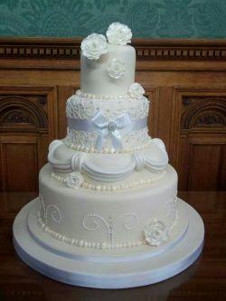 wedding cakes alt text