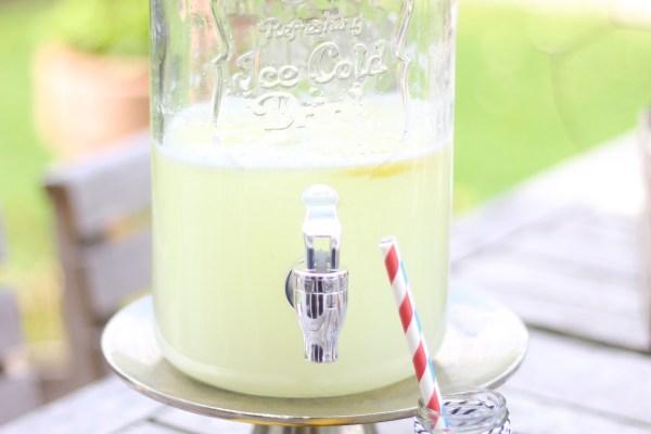 Zitronenlimo für den Getränkespender