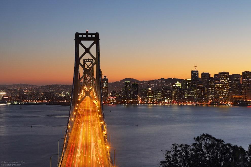 Южная часть Бэй Бридж, соединяющая Сан-Франциско с островом Йерба Буэна