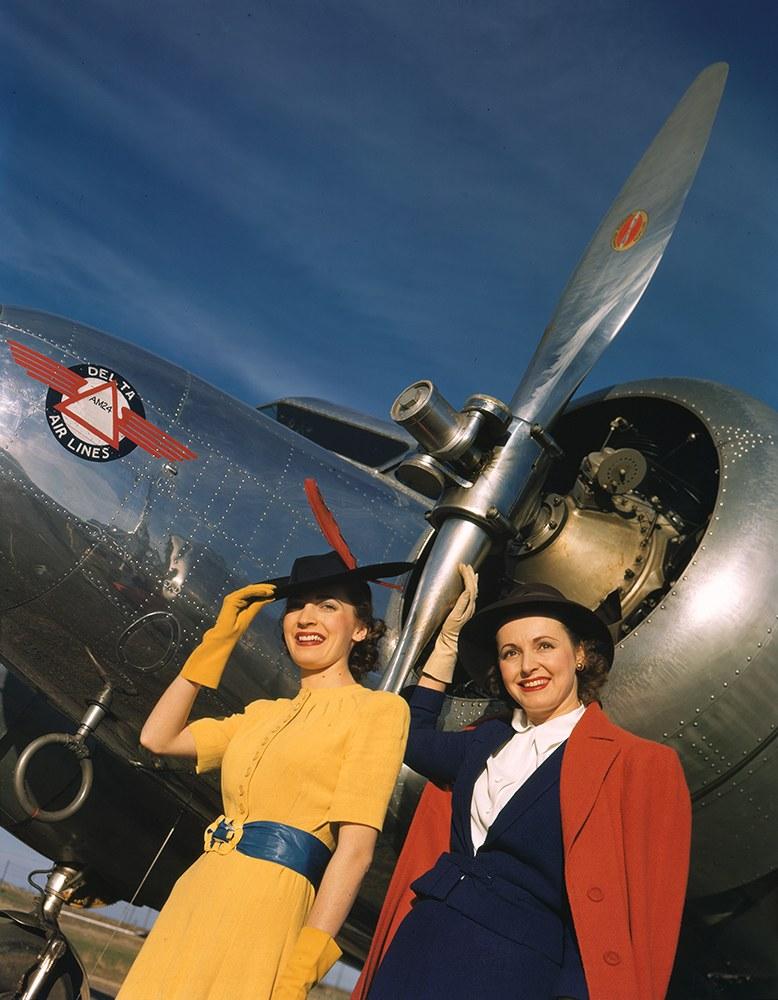 Фотомодели перед Lockheed 10B Electra компании Delta Air Lines.