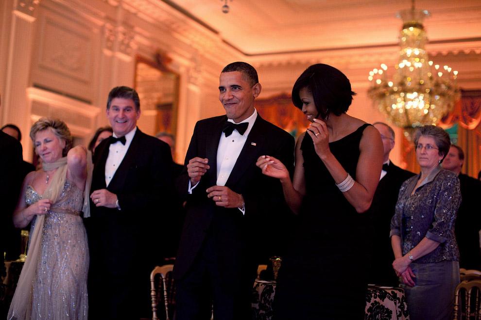 Танцы на балу в Восточном зале Белого дома