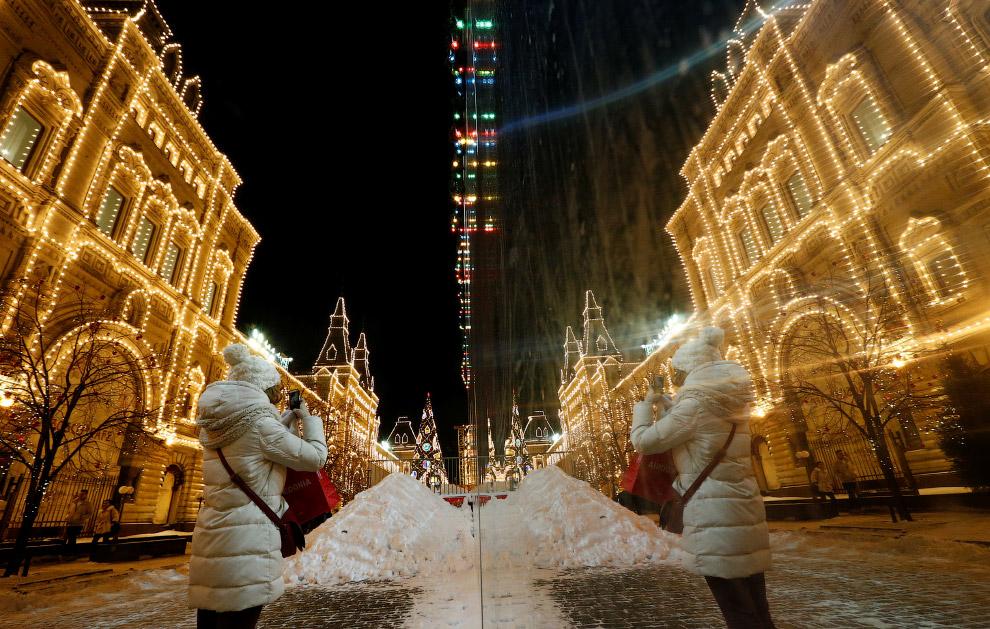 Рождественская иллюминация в ГУМе на Красной площади в Москве
