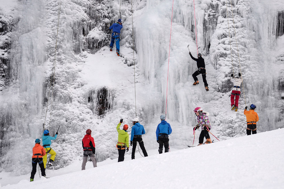 Штурм замерзшего водопада во Франции