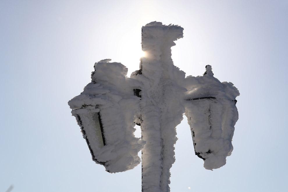 Великолепные снежные фонари во Франкфурте, Германия