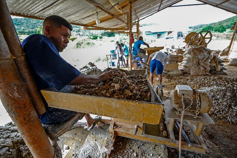 Дробильная машина для измельчения кусков каменной породы