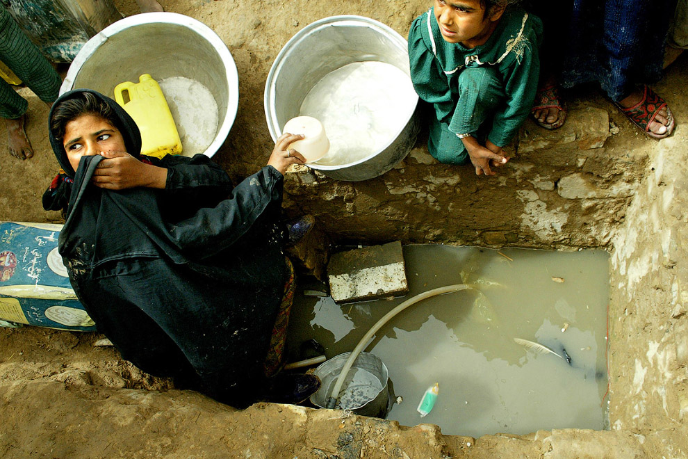 Питьевая вода из ямы в районе Багдада
