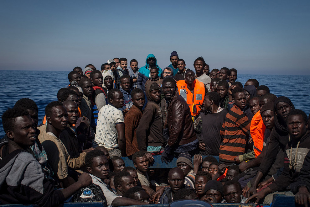 На что идут мигранты, чтобы поспасть в Европу