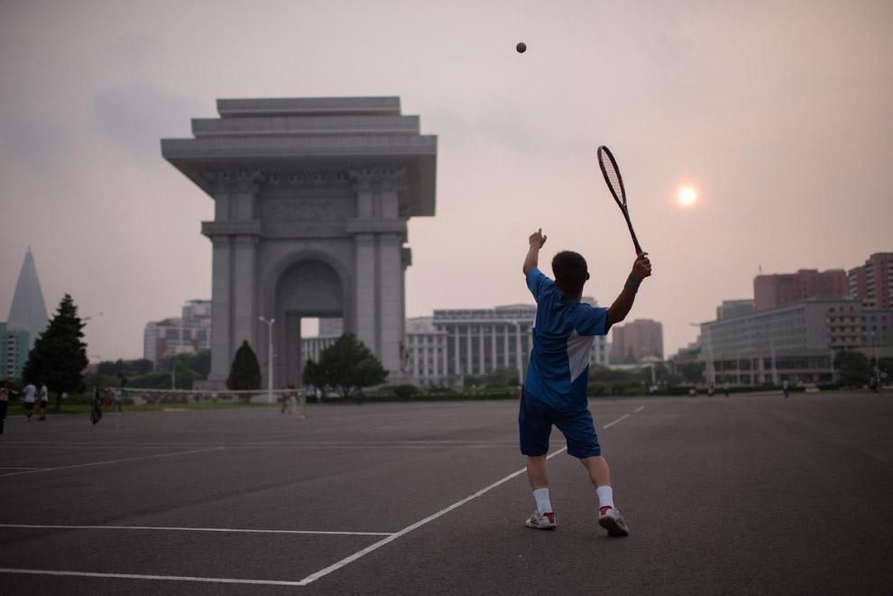В Пхеньяне есть любители большого тенниса