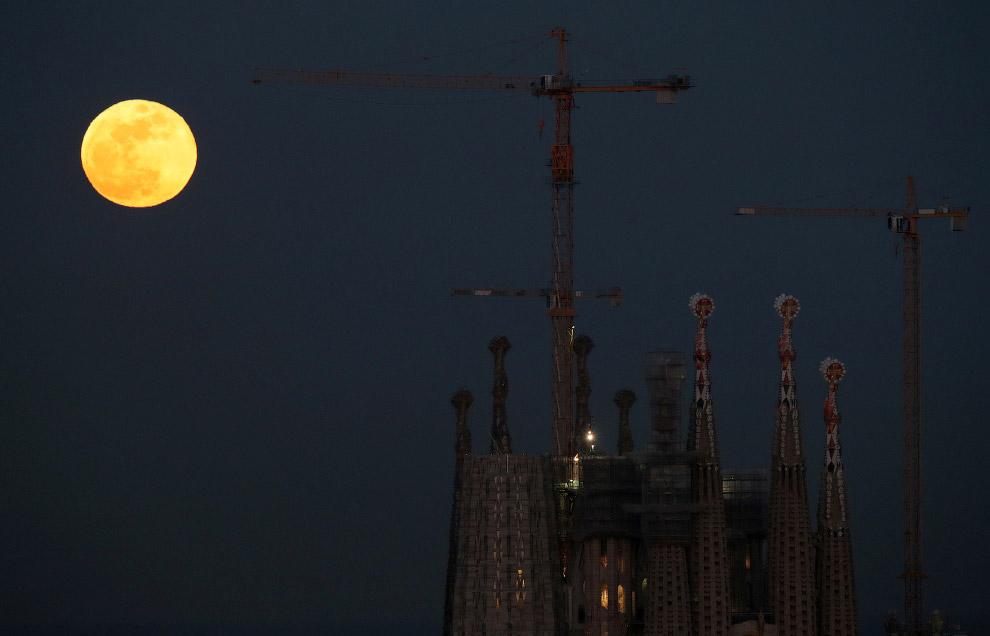 Кровавая Голубая Луна в Барселоне