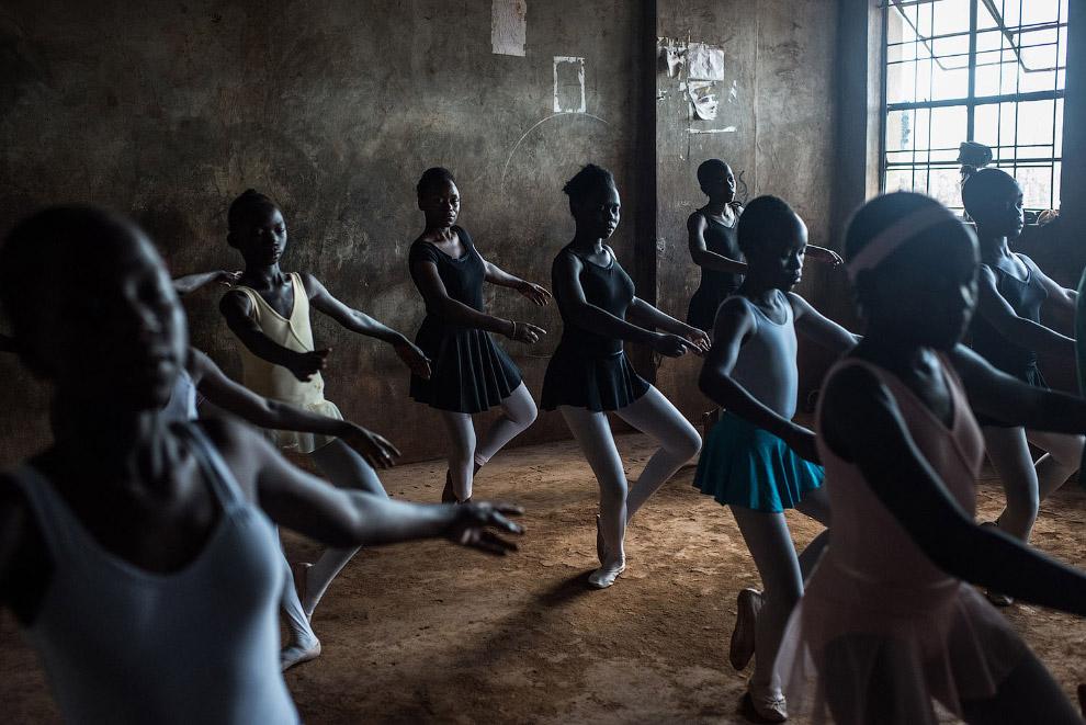 Балетный класс в школе в Найроби