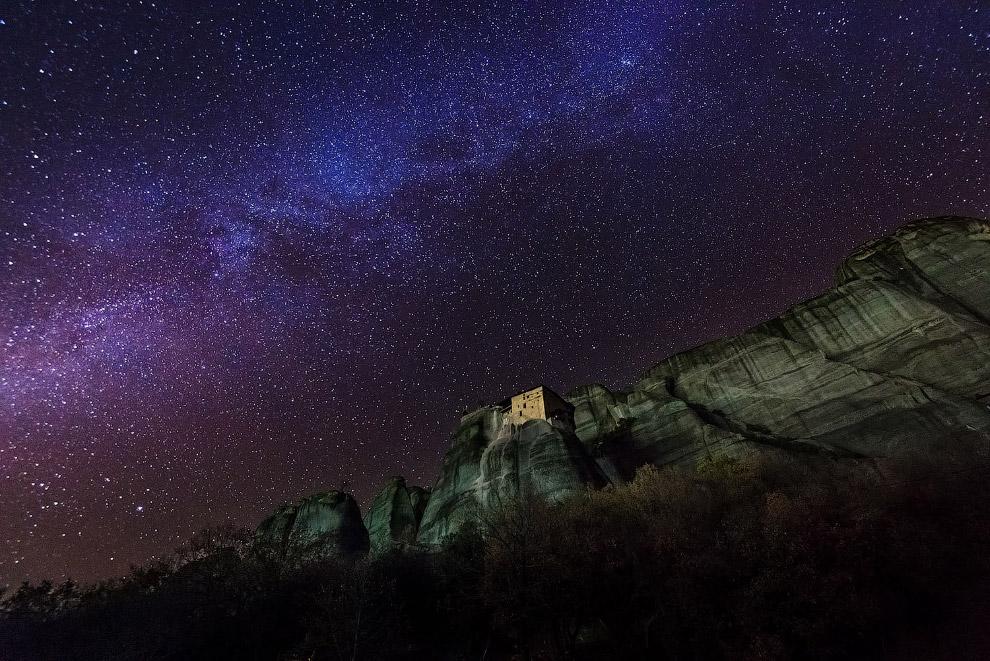 Ночной вид на монастырь Святого Николая Анапавсаса