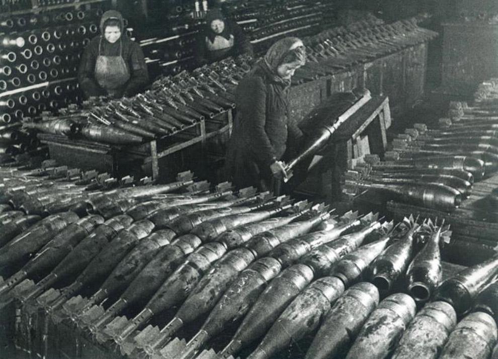 Производство мин для фронта.