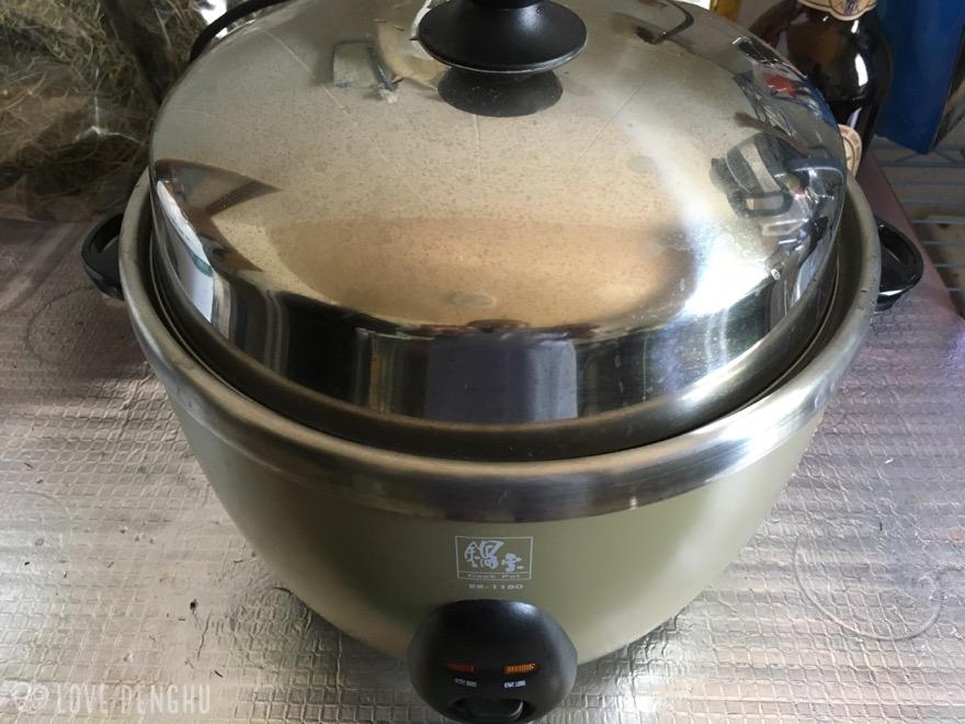 風茹茶を電気鍋で煮る