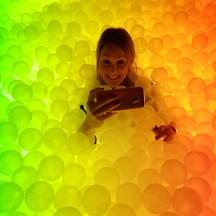 GlowMcGlow Lizzie taking selfie