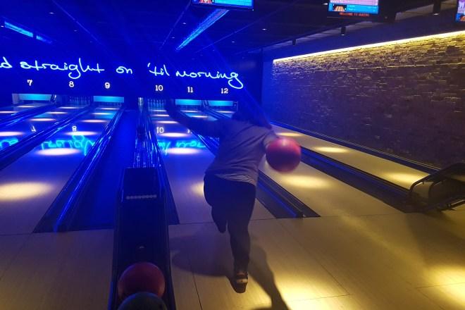 Queen burger bowling
