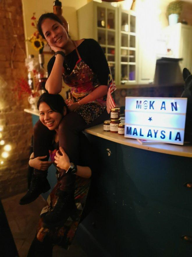 Makan Malaysia ladies
