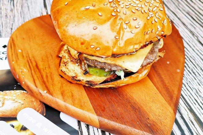 Mac & Wild Venimoo burger