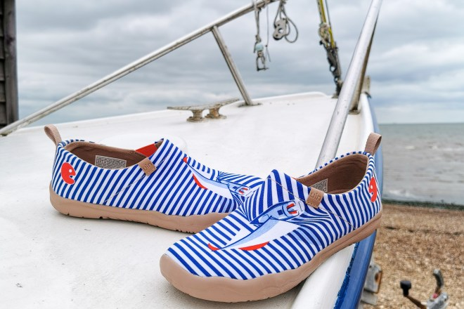 UIN shoes Ferry
