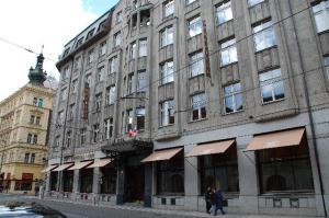 Art Deco hotel side