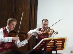 music night violin players