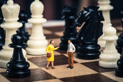 .男女関係をチェスで表した様子