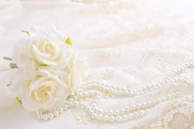 美しい花とアクセサリー パールのネックレス