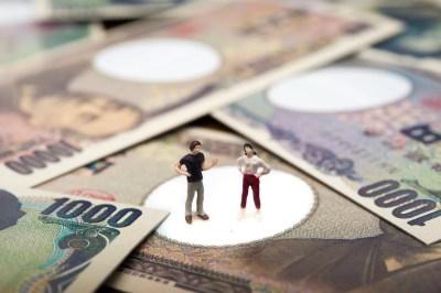 お金とカップル