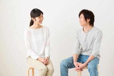 相手の話を聞き合う夫婦