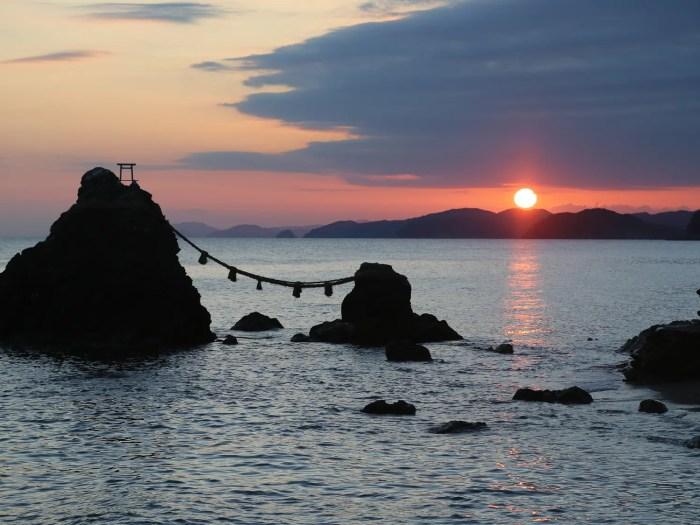 夫婦岩からの朝日