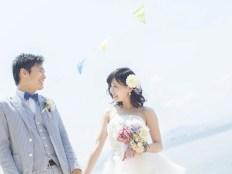 ビーチの花嫁花婿
