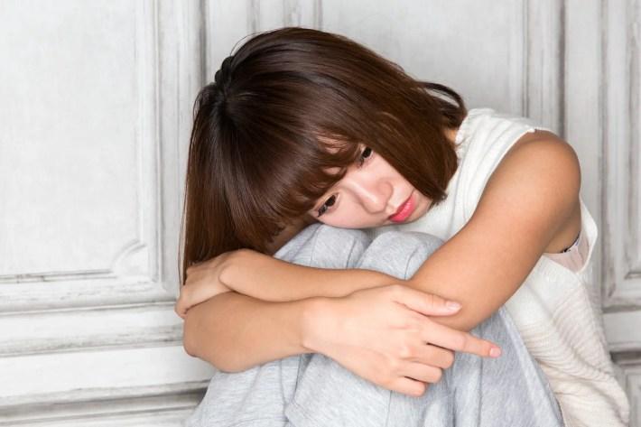 失恋して憂鬱な女性