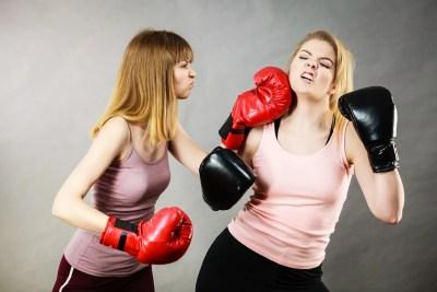 下品な女たちの戦い