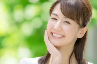 笑顔の清楚女子
