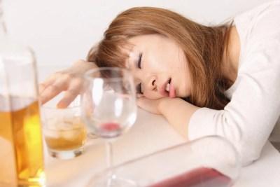 飲みすぎて寝てしまう