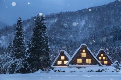 雪夜の合掌造り 白川郷