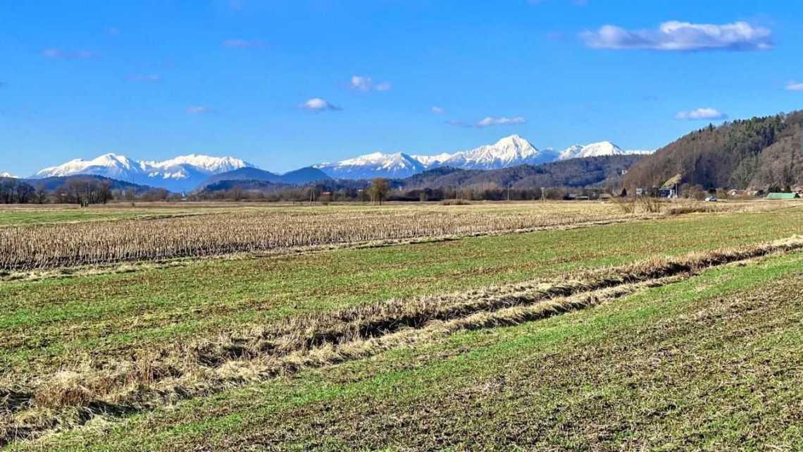 Заснеженные Альпы в Словении