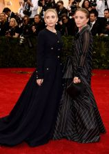Ashley Olsen de Chanel Vintage y Mary Kate de Gianfranco Ferre Vintage