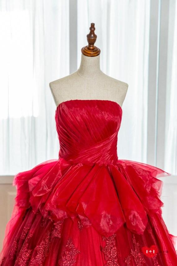 手工婚紗出租:安靜恬淡的晚禮服