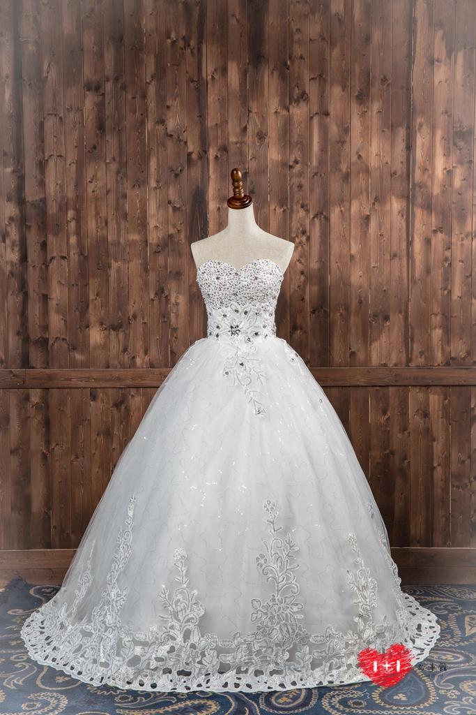 手工婚紗出租:高貴鑲鑽精緻白紗