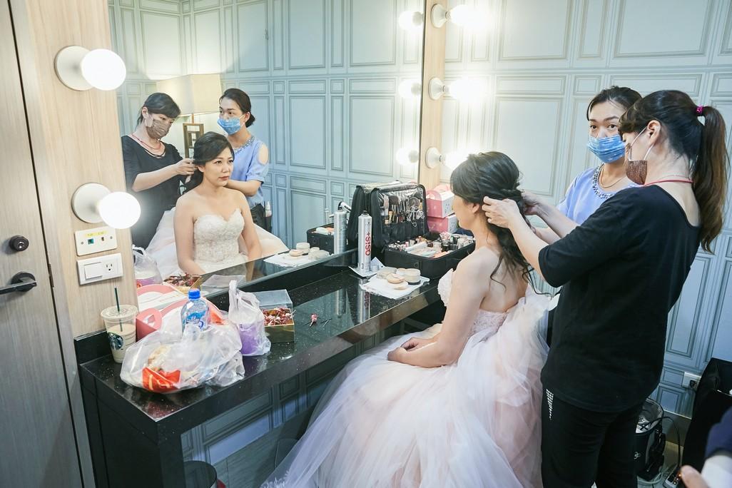 1+1手工婚紗 多樣豐富的商品攝影方案 新娘秘書服務