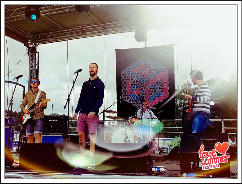 Love Summer Festival 2017 - Sitting Pretty on the Supersonics Stage