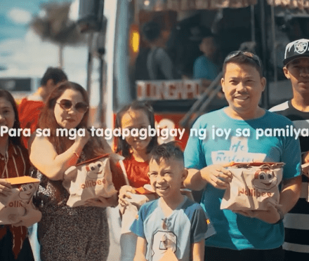 Teacher Insights: Jollibee surprises holiday commuters with  free Chickenjoy during their ride home!