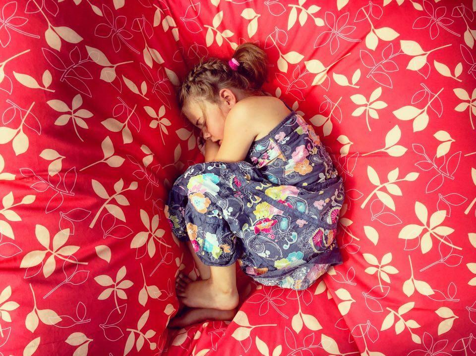 Natuurlijk valt ze ook daarin in slaap en ik kon het niet laten om deze foto te maken. Zo mooi!