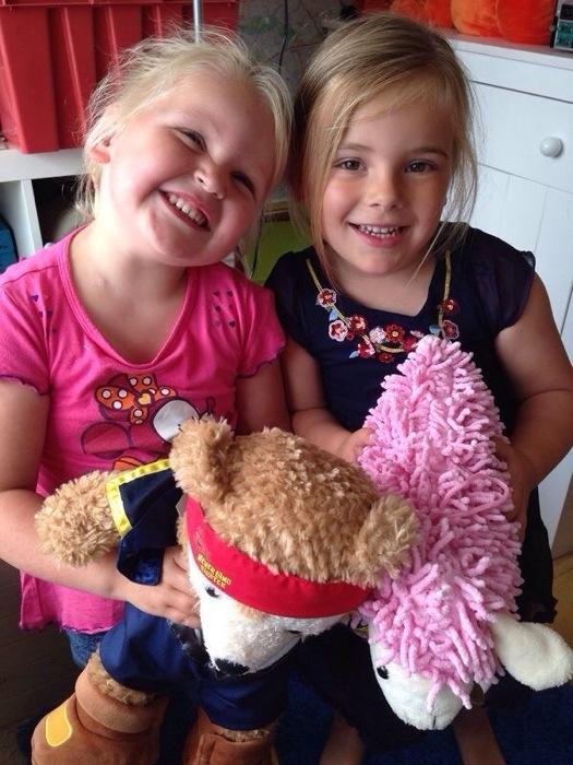 En toen ik wat af ging geven bij Marina, besloot Eva dat ze gelijk bleef. Deze foto kreeg ik opgestuurd, de twee vriendinnetjes hadden het weer gezellig samen!