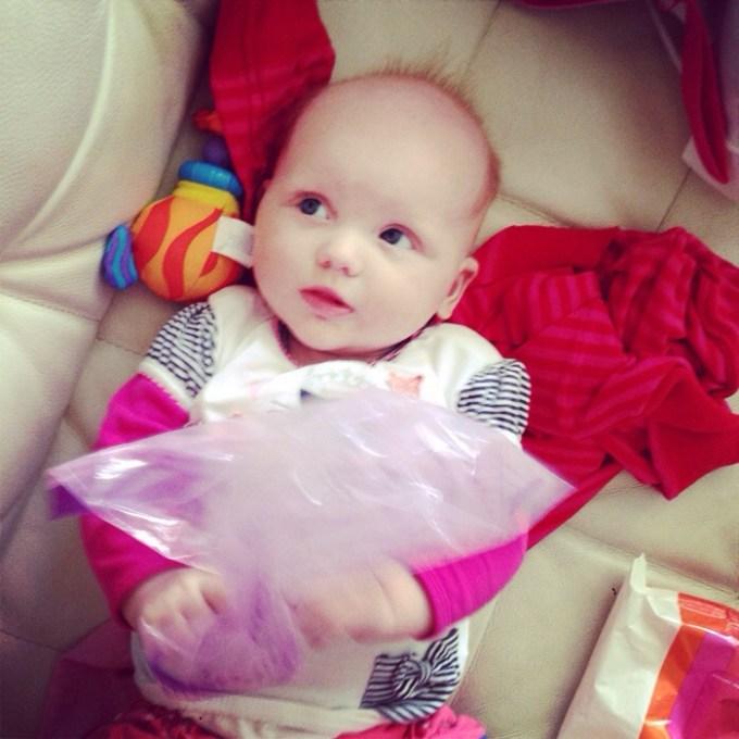 Liza had ondertussen genoeg aan een plastic Ikea zakje. :)