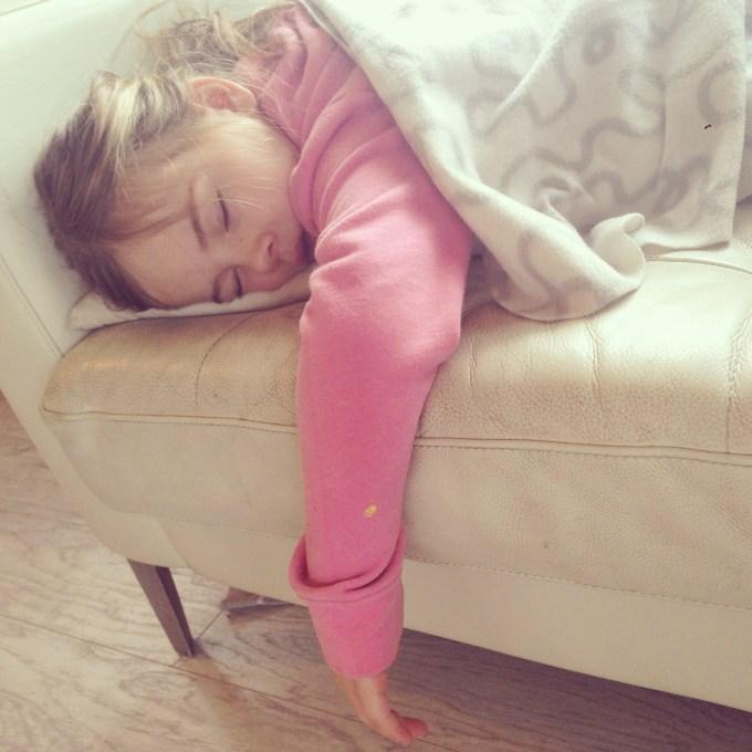 Woensdag is Eva een beetje  van slag. Woensdagavond komt mijn zus met mijn neefjes op het vliegveld aan. Eva was zo hyper van de spanning, dat ze onwijs lang 's middags geslapen heeft.