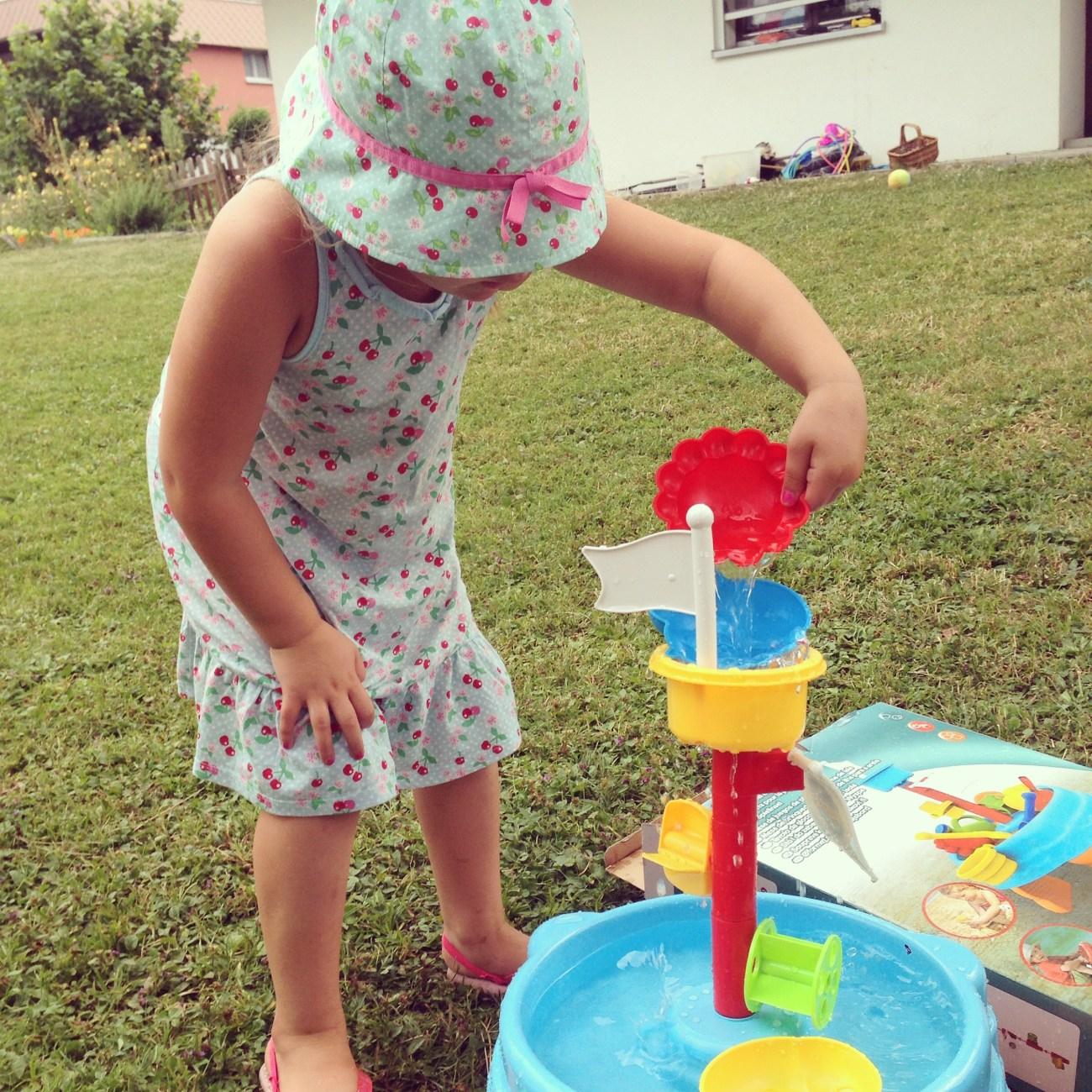 Ik koop een water/zand toren voor Liza, maar Eva vind het ook wel wat.