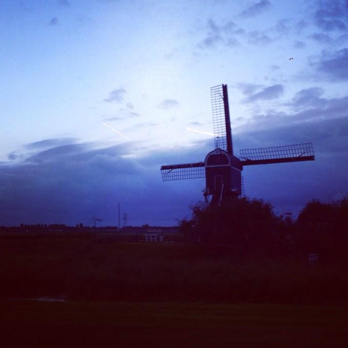 Na een helse nacht, Liza was nog steeds ziek natuurlijk, gingen we al vroeg de auto in! Op naar Schiphol!