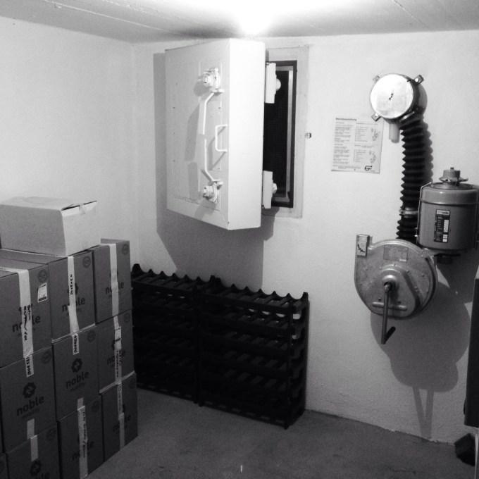 Wij hebben trouwens en bomkelder / bunker in ons huis. Wist je niet hè!